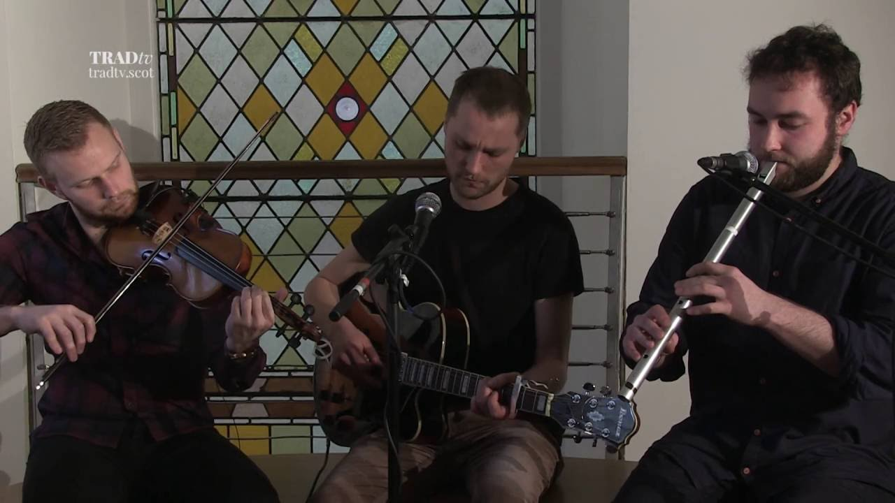 RURA perform Drone Song in an Angel Building Session for TRADtv